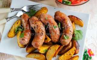 Колбаски с овощами в духовке